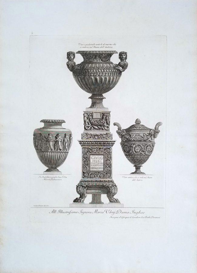 Vaso e Piedestallo Antichi di Marmo che si Vedono nel Museo Dell Autore